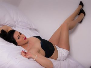 LoriBelle junge Sexcam Schönheit scharf auf Sex Chats