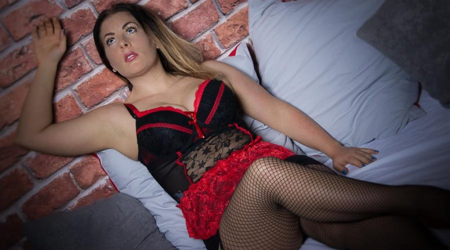 SherrySweetFruit Dicke Titten Camgirl versaut im Sexcam Chat